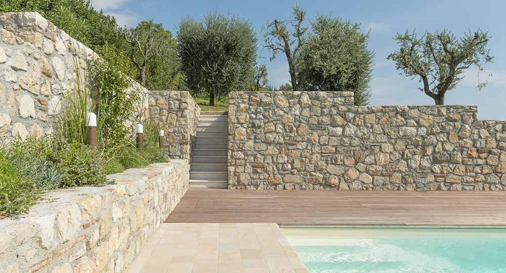 Zona relax e piscina per villa